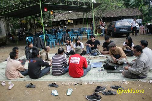 Nggambleh (ngobrol) bareng sahabat di Sabtu pagi. (foto: @PelancongMalas)