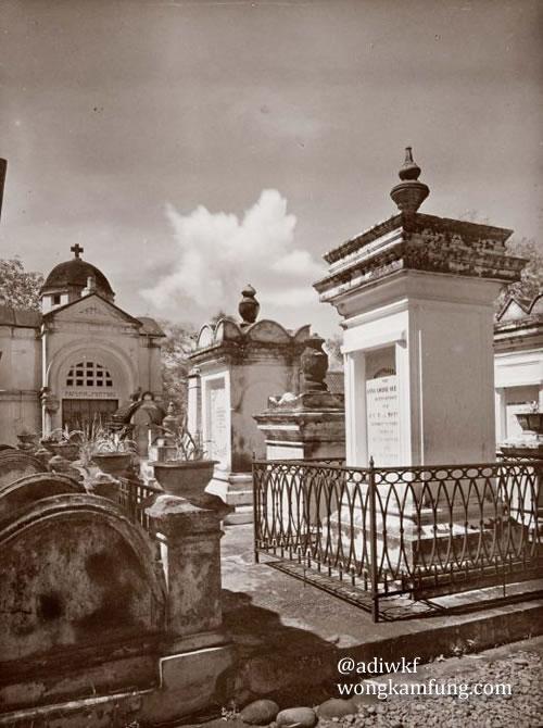 Moseleum Van Motman. Foto diambil antara tahun 1920-1930. (Sumber: Collectie Tropenmuseum)