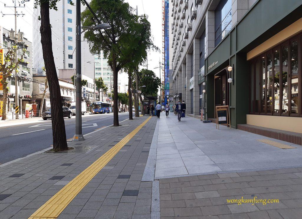 ojek di korea - trotoar di korea